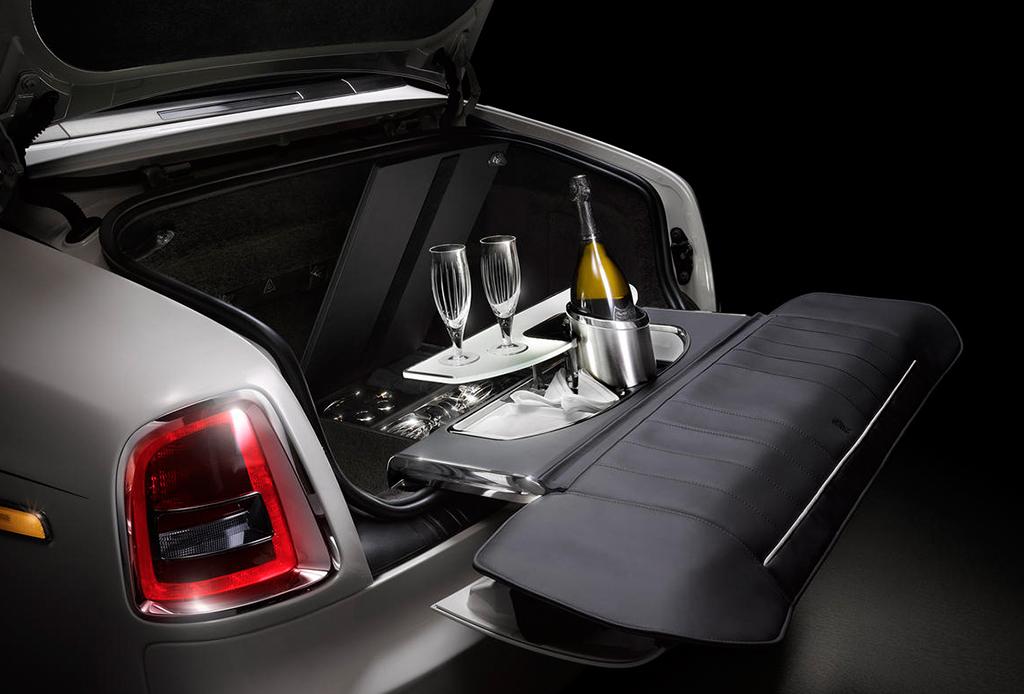 El Rolls-Royce que llega con su propio bar de champaña - rolls-royce-phantom-con-bar-de-champana