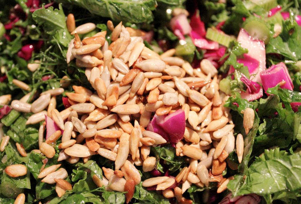 6 toppings como alternativa a los crotones  para tu ensalada - toppings