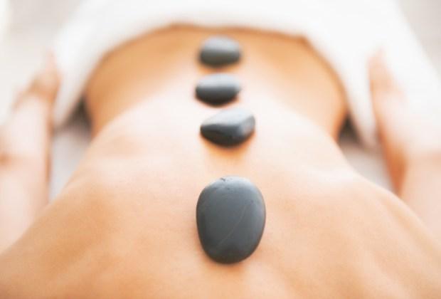 7 razones para hacerte un masaje con piedras calientes - mejores-masajes-con-piedras-calientes-ciudad-de-mexico-df-5-1024x694