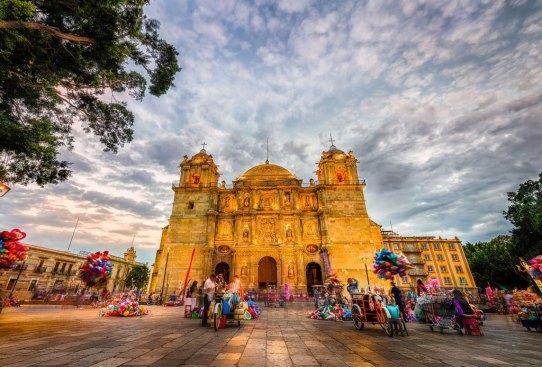 Destinos en México para escaparte con tus mejores amigas - oaxaca-ciudad-300x203