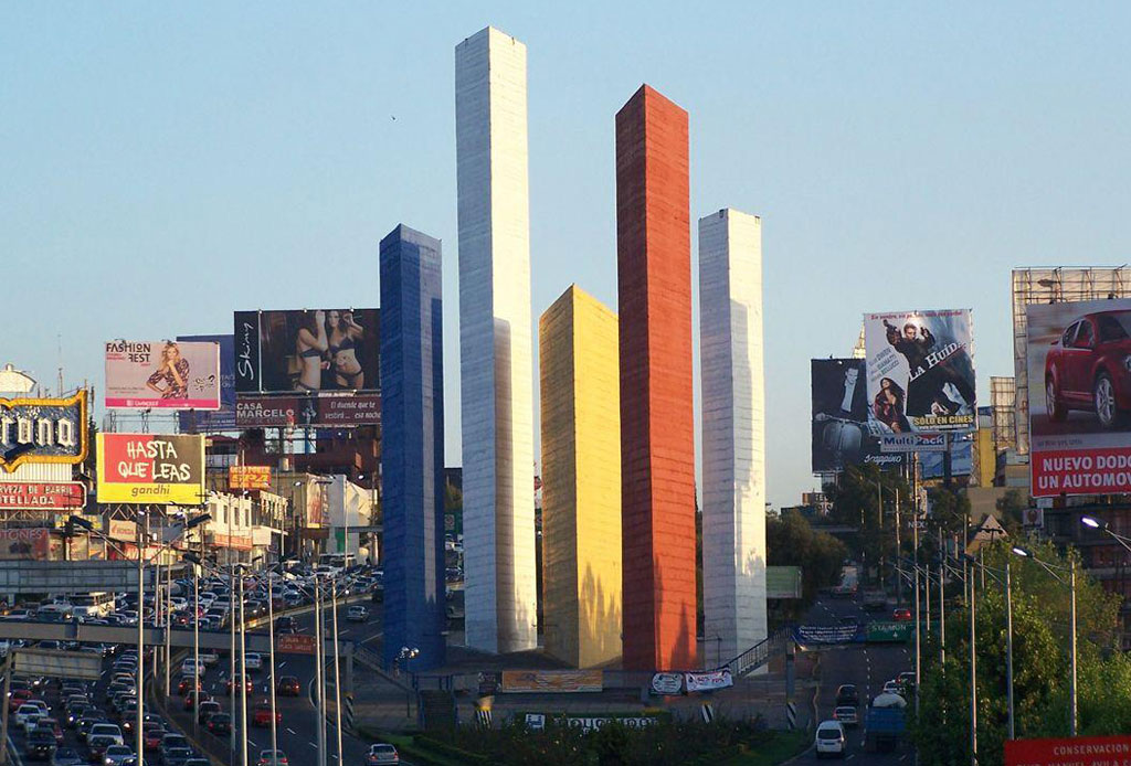 42 lugares para un inolvidable tour arquitectónico por la CDMX - torres-satelite