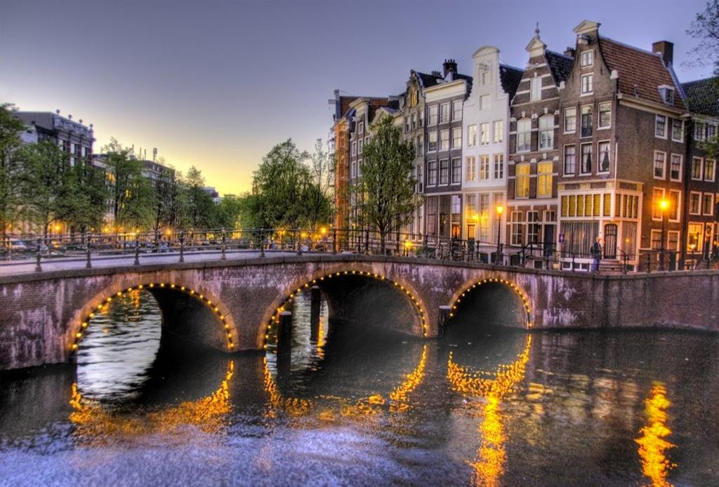 Free Walking Tours que puedes tomar alrededor del mundo - amsterdam-holanda-1024x694