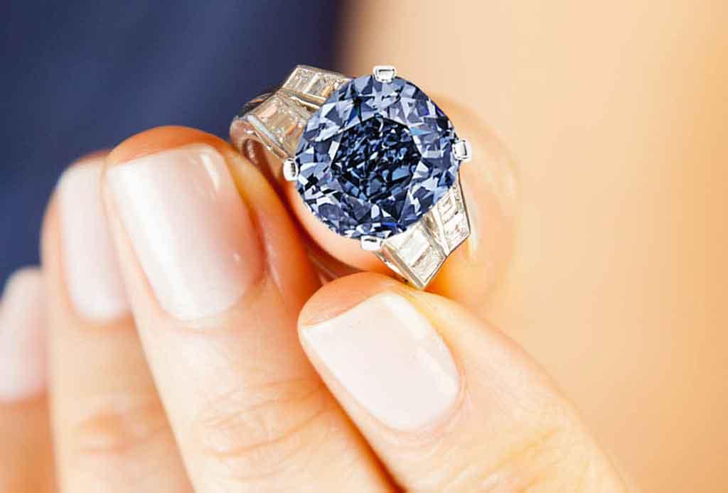 5 elementos que se buscan en los anillos de compromiso actuales