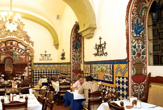 Los 6 restaurantes más antiguos de la CDMX - el-taquito-1024x694