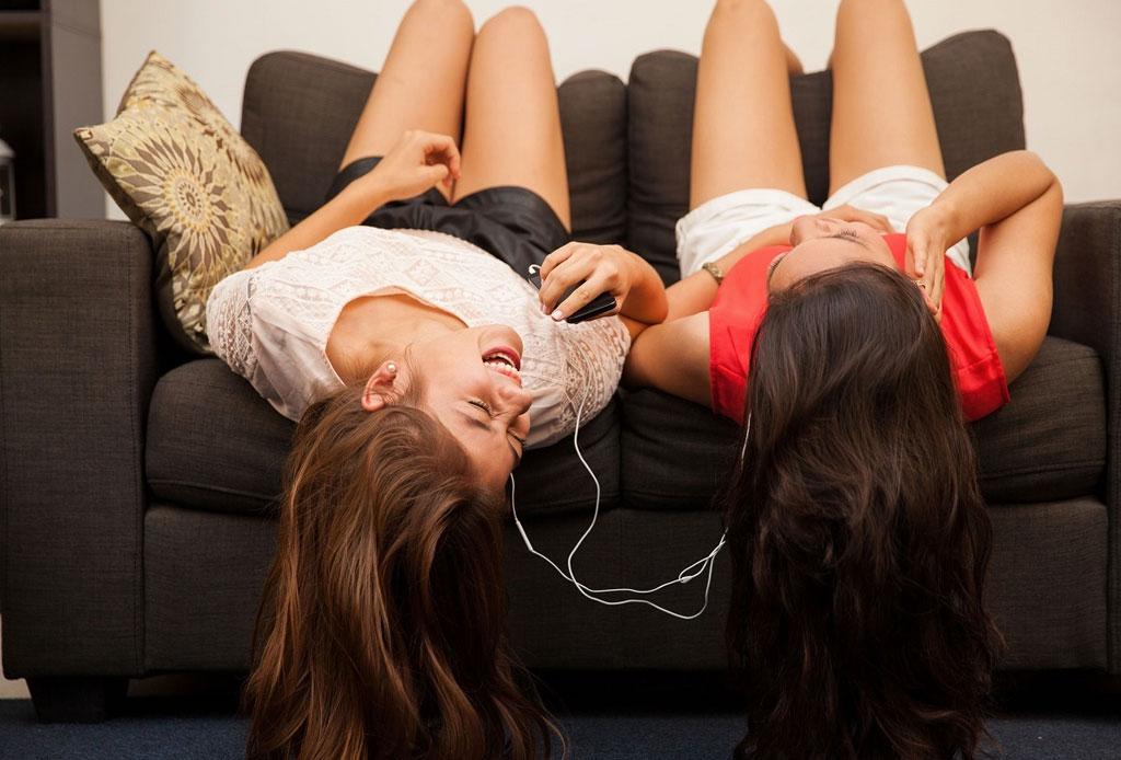 Tipos de amigos que necesitas para la próxima década - mejores-amigas-2-1024x694