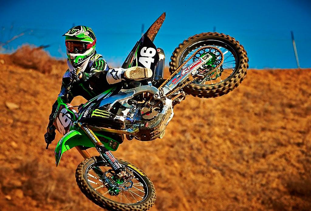 Los deportes extremos que debes hacer antes de morir - moto-1