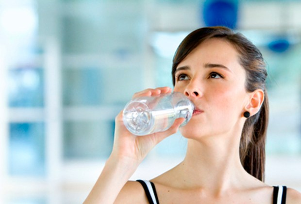 7 tips para siempre estar hidratado - bancc83o-tomar-agua-1024x694
