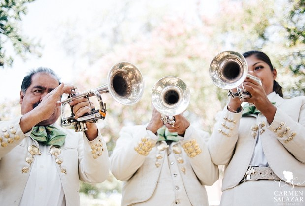 10 tips para decorar una boda con espíritu mexicano - boda-mexicana-mariachi-1024x694