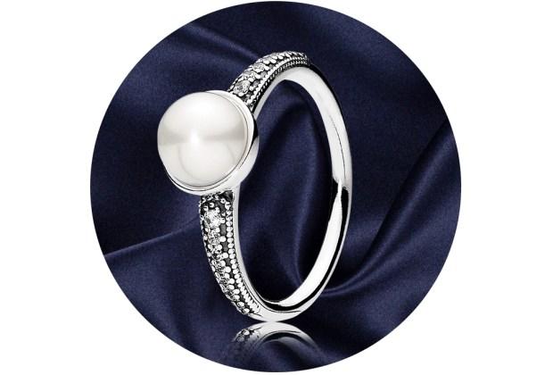 5 anillos ideales para regalar a quienes aman la joyería - pandora-elegant-beauty-ring-1024x694