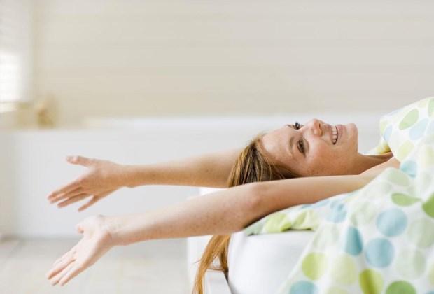 7 alternativas a la cafeína para levantarte en la mañana - cafeina-yawning-yoga-1024x694