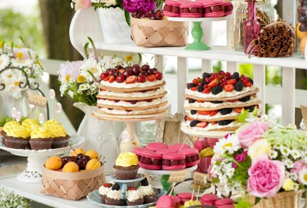 Lo que ya NO estará en tendencia para las bodas en 2017 - mesa-de-postres-1024x694