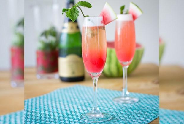 3 cocteles preparados con vino espumoso para estas fiestas - mimosas-de-sandia-1024x694