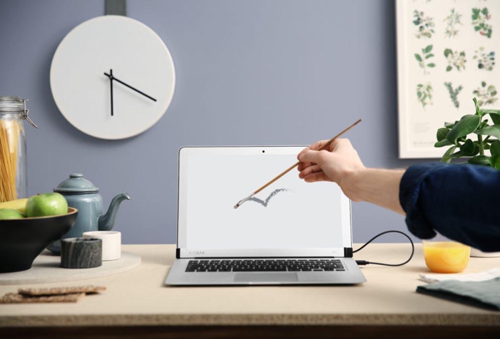 Un gadget para convertir a tu Macbook en touchscreen