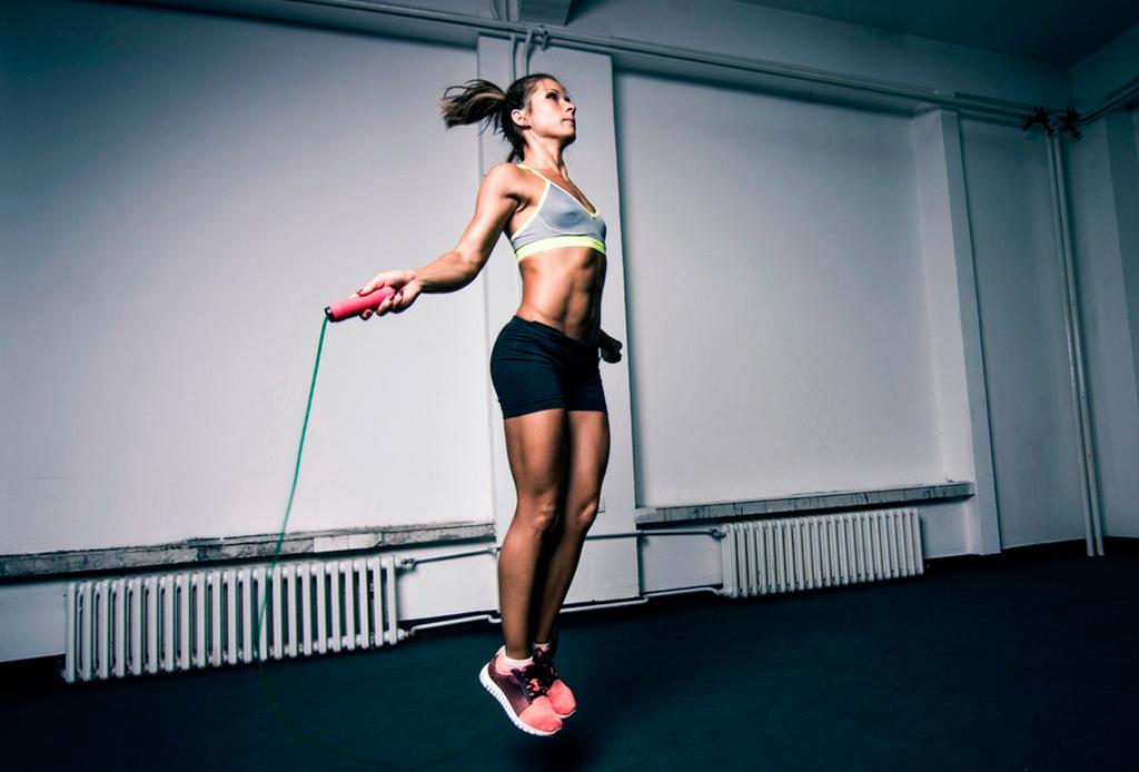 5 actividades para quemar más de 500 calorías en 1 hora - brincar-cuerda-1
