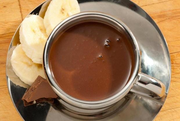 Prepara un hot chocolate libre de culpas, lácteos y azúcar - receta-hot-chocolate-1024x694