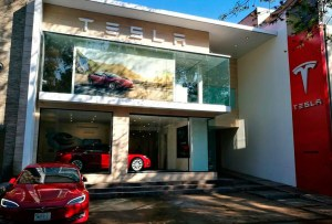 Descubre el primer showroom de Tesla en México