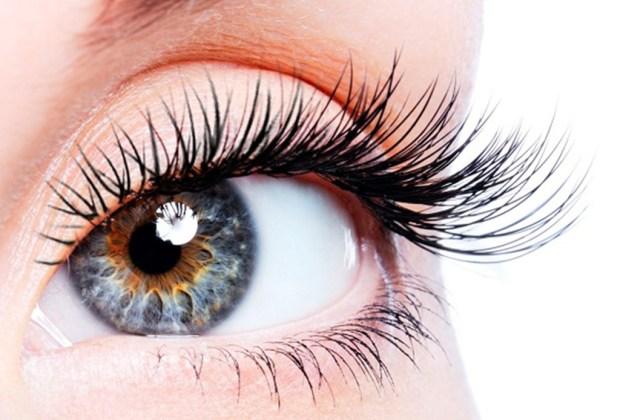 Consejos de maquillaje para verte fresca - rimel-1024x694