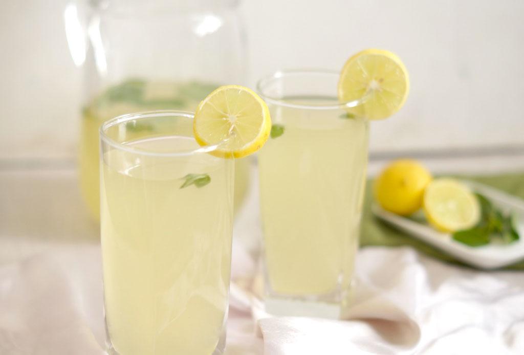 Prepara este detox drink para limpiar e hidratar tu cuerpo - limonada-detox