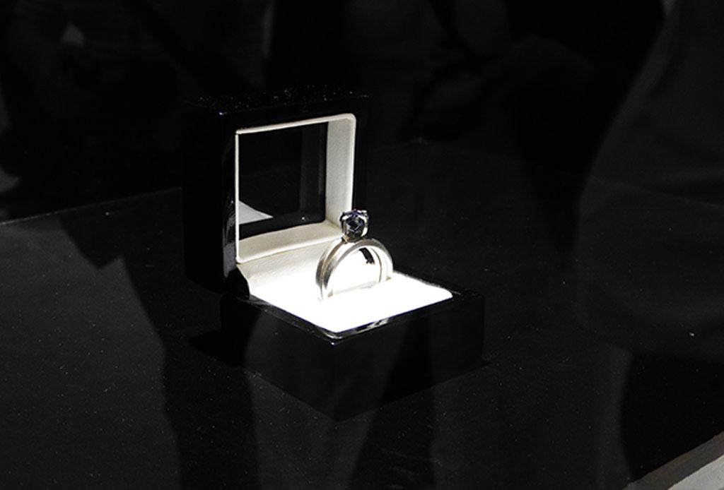 Exhiben anillo con cenizas de Luis Barragán en el MUAC