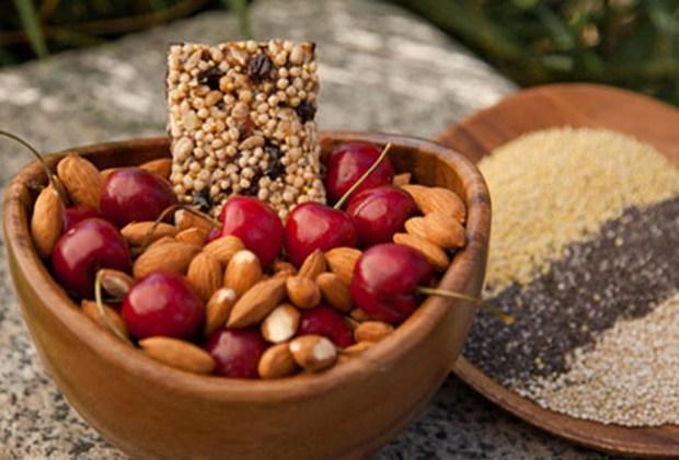 ¿Quieres empezar una vida más sana? Sigue estos tips - dormir-comida-1024x694