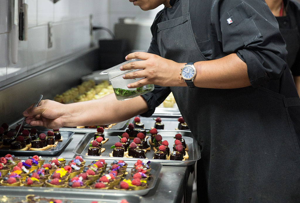 Fanáticos de los relojes: Oris une el mundo de la relojería con la gastronomía - oris-6
