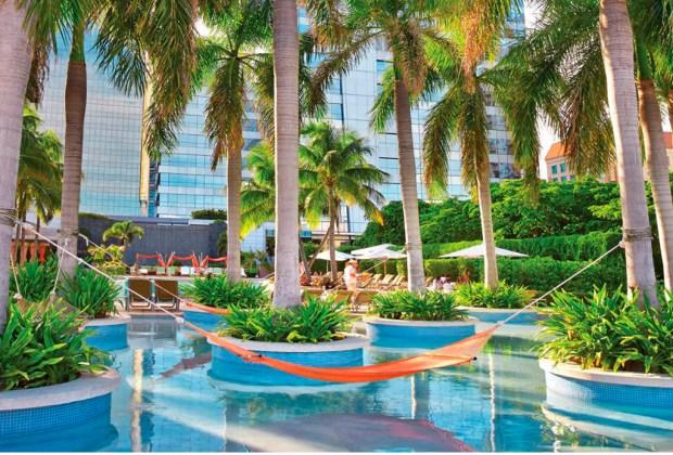 ¿Tienes un viaje planeado a Miami? Estos son los hoteles donde DEBES hospedarte - four-1024x694