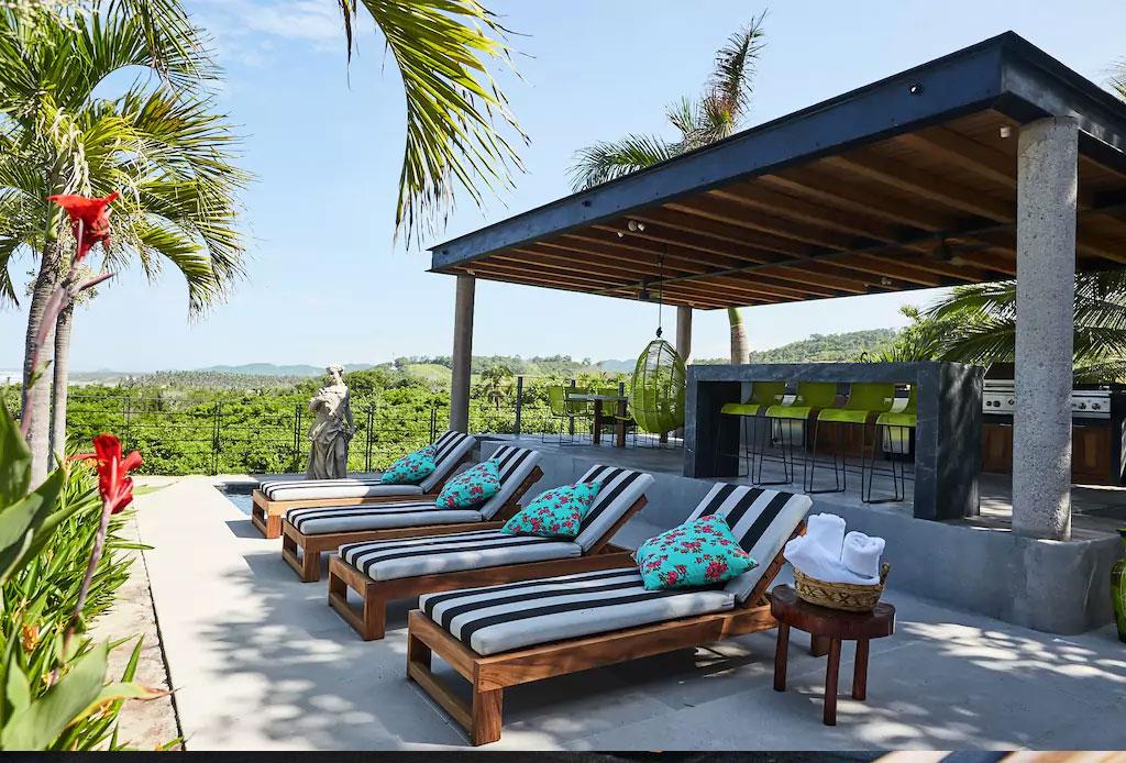 Descubre la increíble Villa de Betsey Johnson ¡en Zihuatanejo! - betsey-johnson-villa-airbnb-5