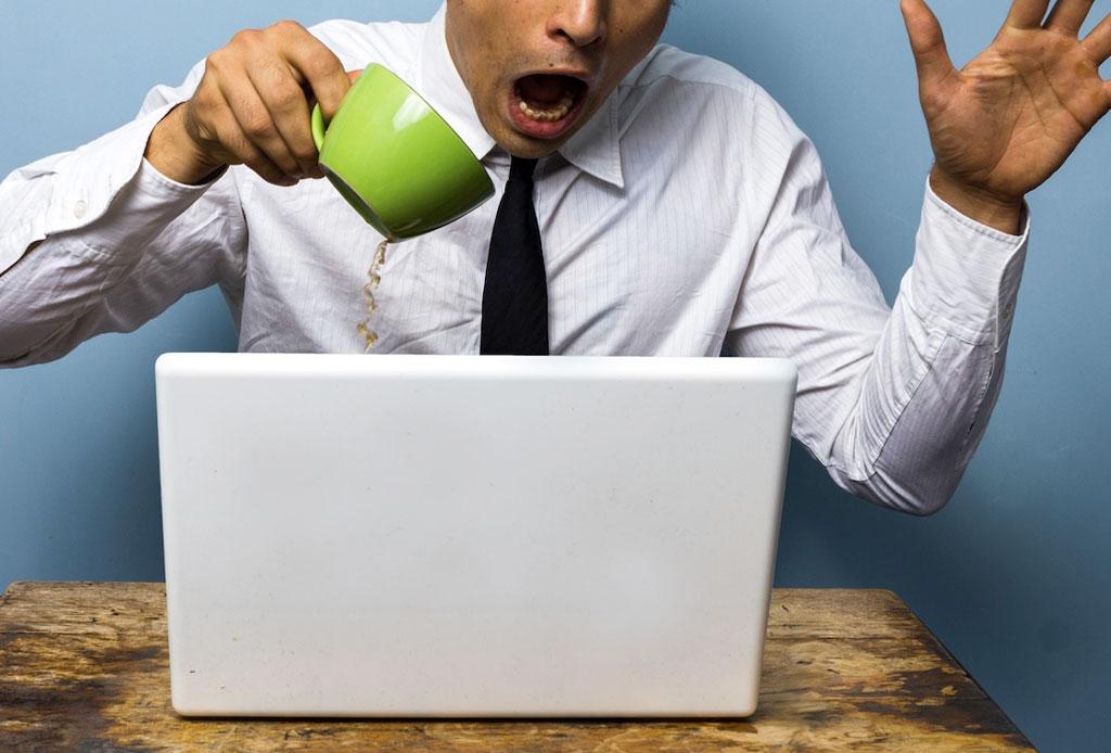 Lo que debes hacer si derramas líquido en tu laptop