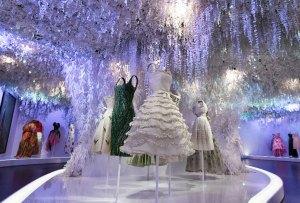 Descubre la exhibición más grande de Dior ¡en PARÍS!