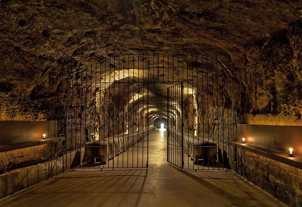 7 bodegas que debes de visitar en Rioja, España - roda-vino