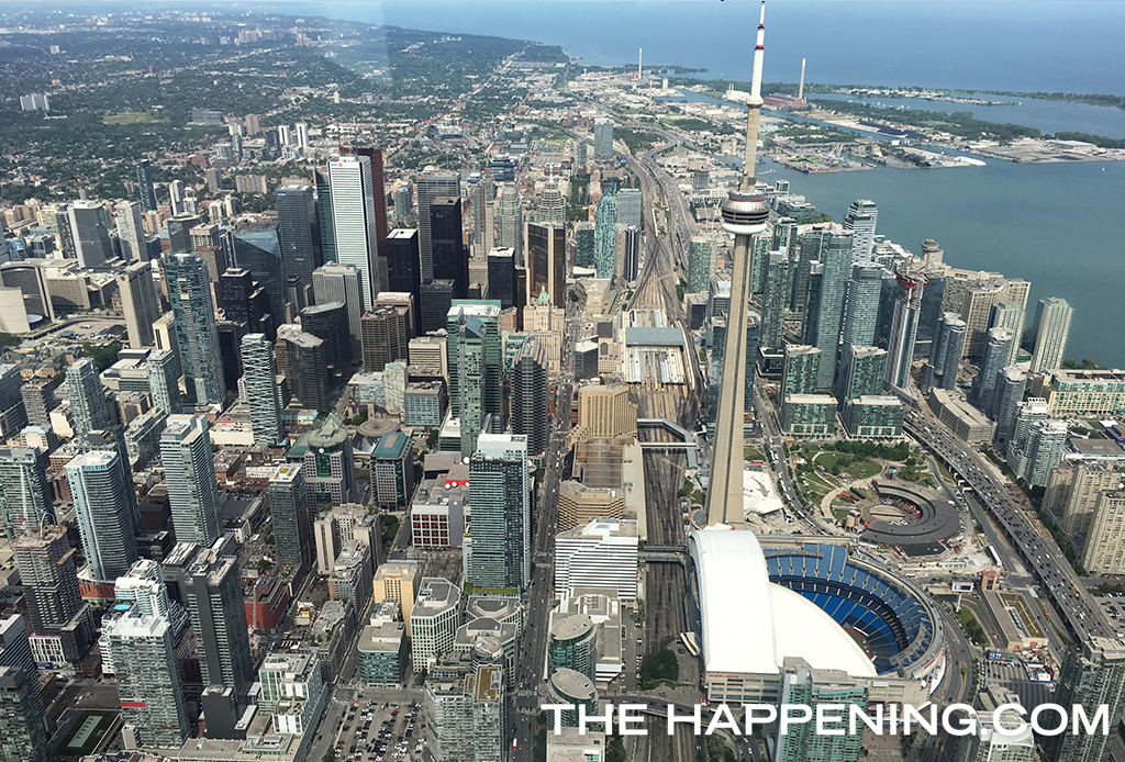 Así se siente sobrevolar Toronto en helicóptero