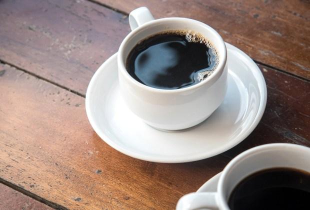 ¿Sabes cuánta cafeína tienen tus bebidas favoritas? - americano-1024x694