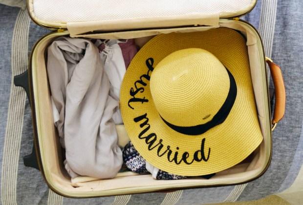 ¿Lista para la luna de miel? Aquí TODO lo que debes llevar en tu maleta - maleta-2-1024x694