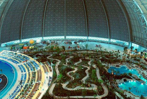 ¡El parque acuático más grande está dentro de un hangar de aviones! - parque-1024x694