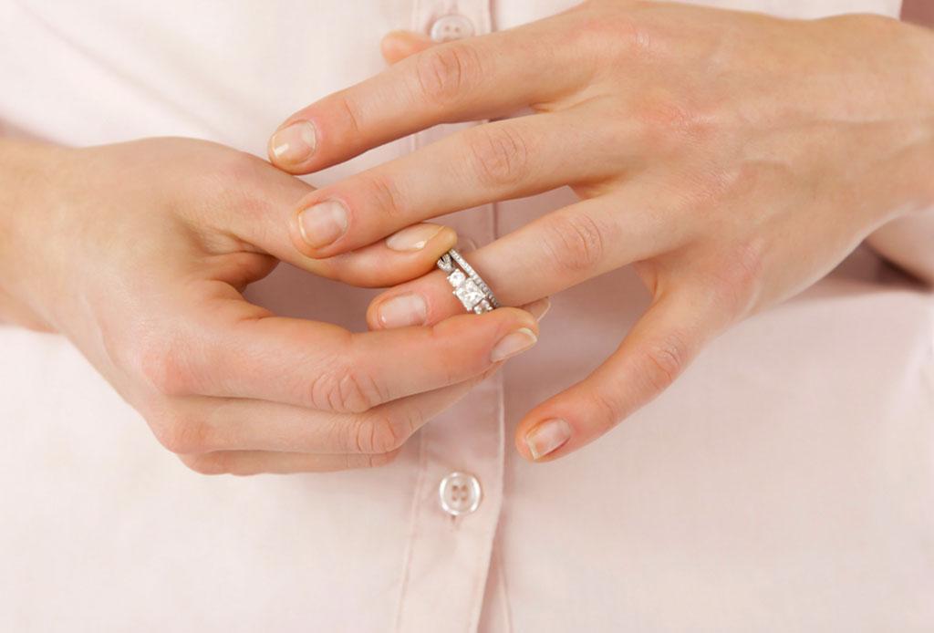 ¿Qué hacer con tu anillo de compromiso si ya NO estás comprometido/a o casado/a?
