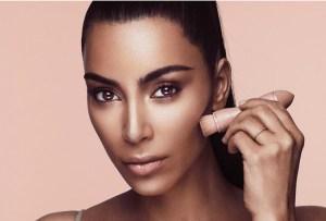 Kim Kardashian anuncia nuevo producto para su línea de maquillaje