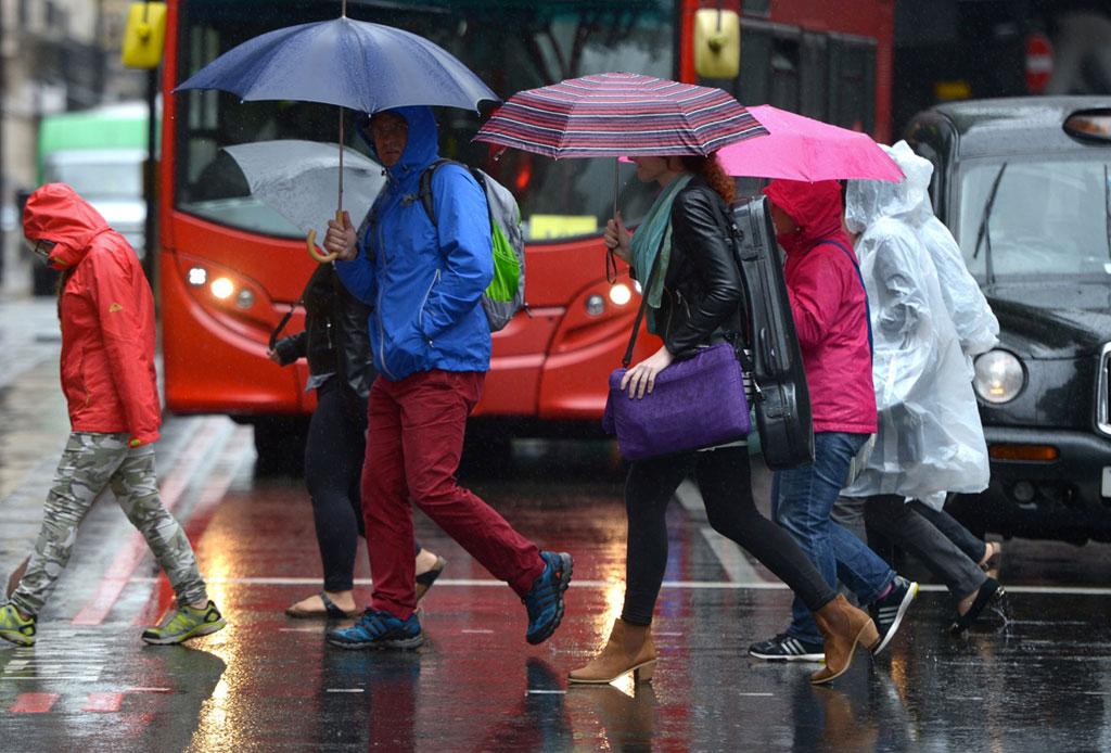 Mojarte en la lluvia ¿podría afectar tu salud?