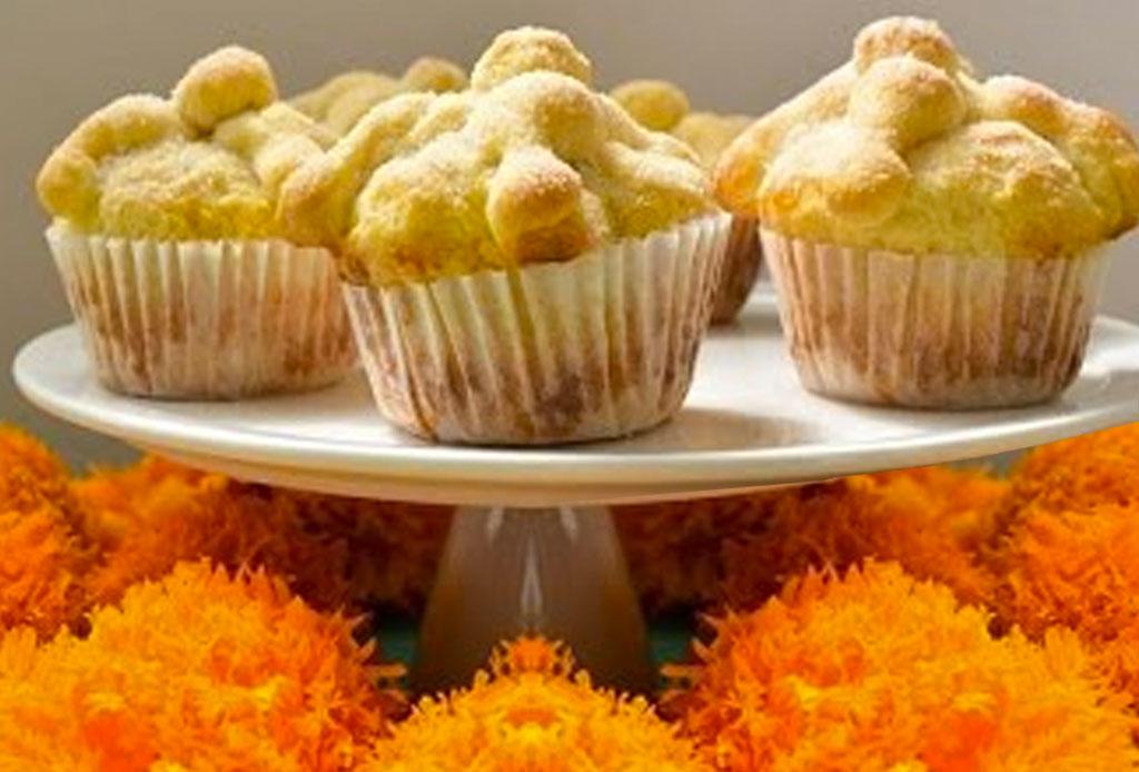 Prepara unos deliciosos cupcakes de pan de muerto con esta receta