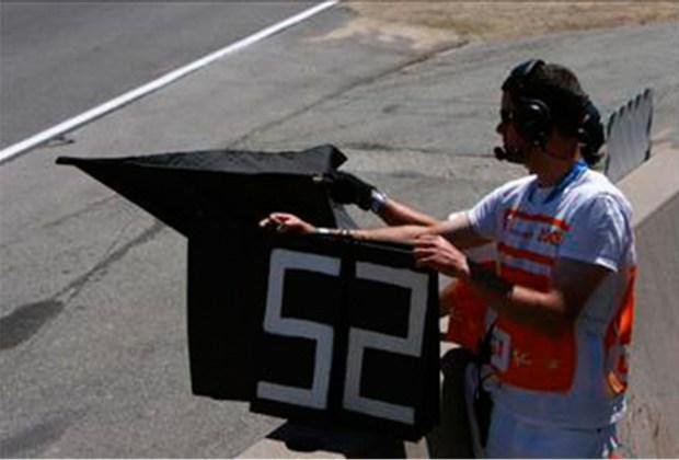 ¿Quieres ser un experto en la F1? Te decimos lo que significan las banderas que usan durante la carrera - negra-1024x694