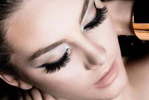 Tendencia de maquillaje: logra una mirada imponente al usar ¡DOBLE pestaña postiza!