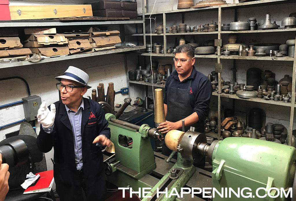 Estuvimos en los talleres de TANE para ver cómo hacían el trofeo de la F1 - tane