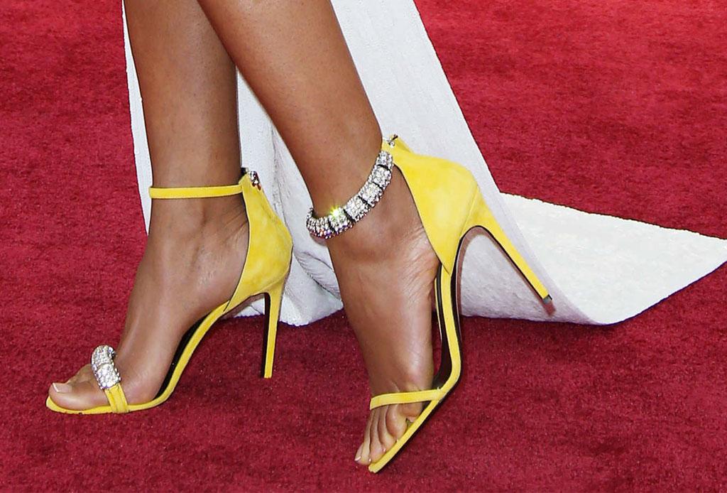 Usar zapatos de distintos colores ahora es una tendencia - zapatos-distintos