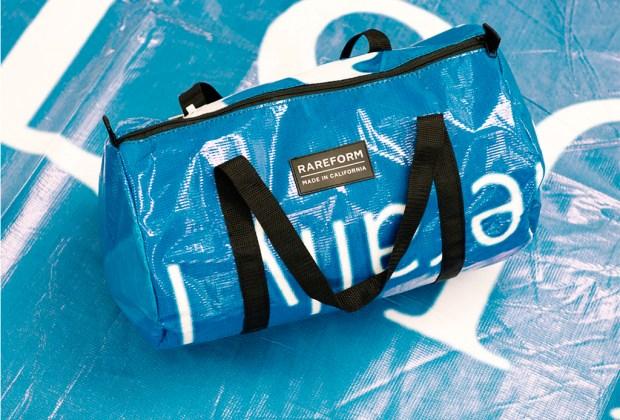 Rareform: espectaculares viejos convertidos en bolsas para ayudar al medio ambiente - maletas-1024x694