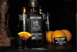 Disfruta de un rico cóctel con las tres etiquetas de Mezcal Montelobos