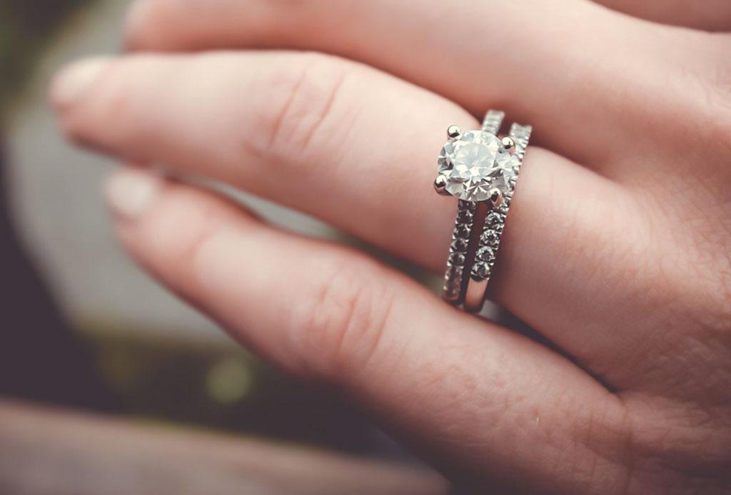 ¿Te comprometiste? Estos son los cuidados que debes darle a tu anillo - anillo-compromiso-cuidados-6
