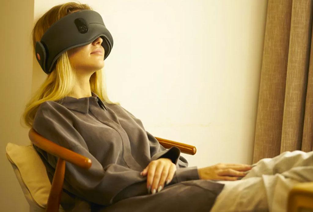 ¡Este antifaz hi-tech promete hacerte dormir como un bebé! - antifaces-dormir-tech-4