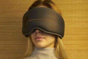 ¡Este antifaz hi-tech promete hacerte dormir como un bebé!
