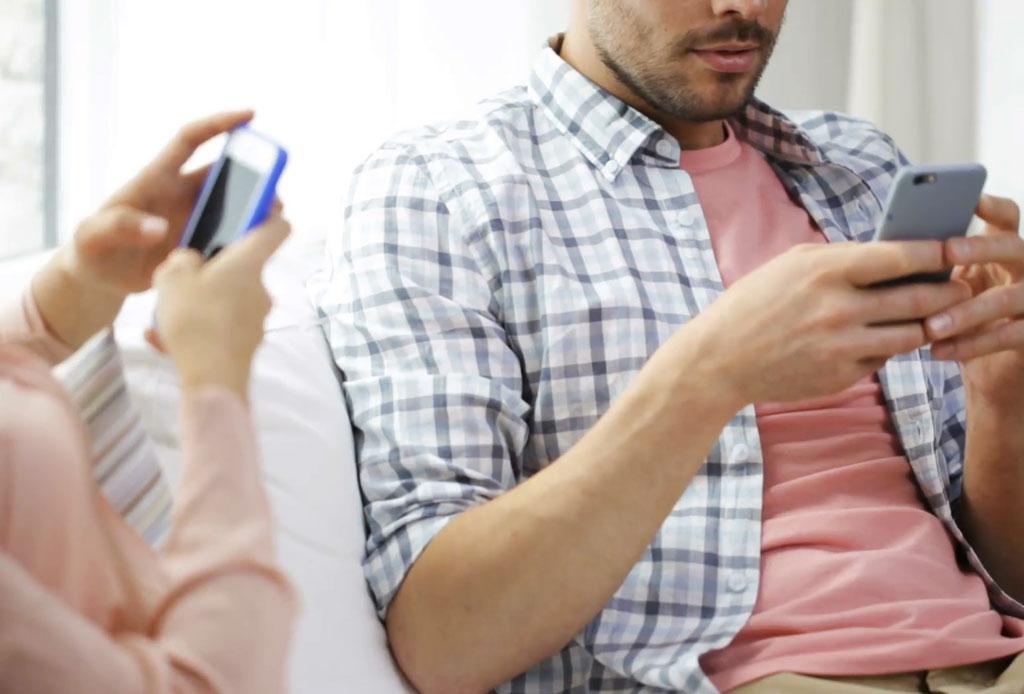 Tus hábitos al mandar un mensaje de texto son la clave de la felicidad en pareja