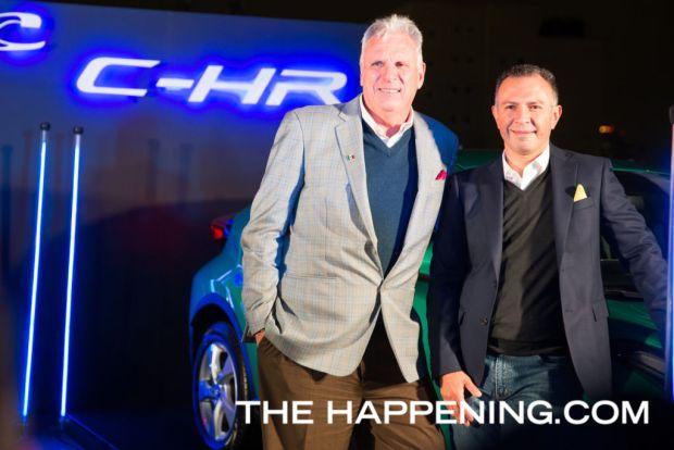 Toyota le da la bienvenida a dos innovadores modelos: PriusC y C-HR - tom-sullivan-y-guillermo-diaz