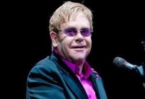 Gucci será quien vista a Elton John en su última gira mundial